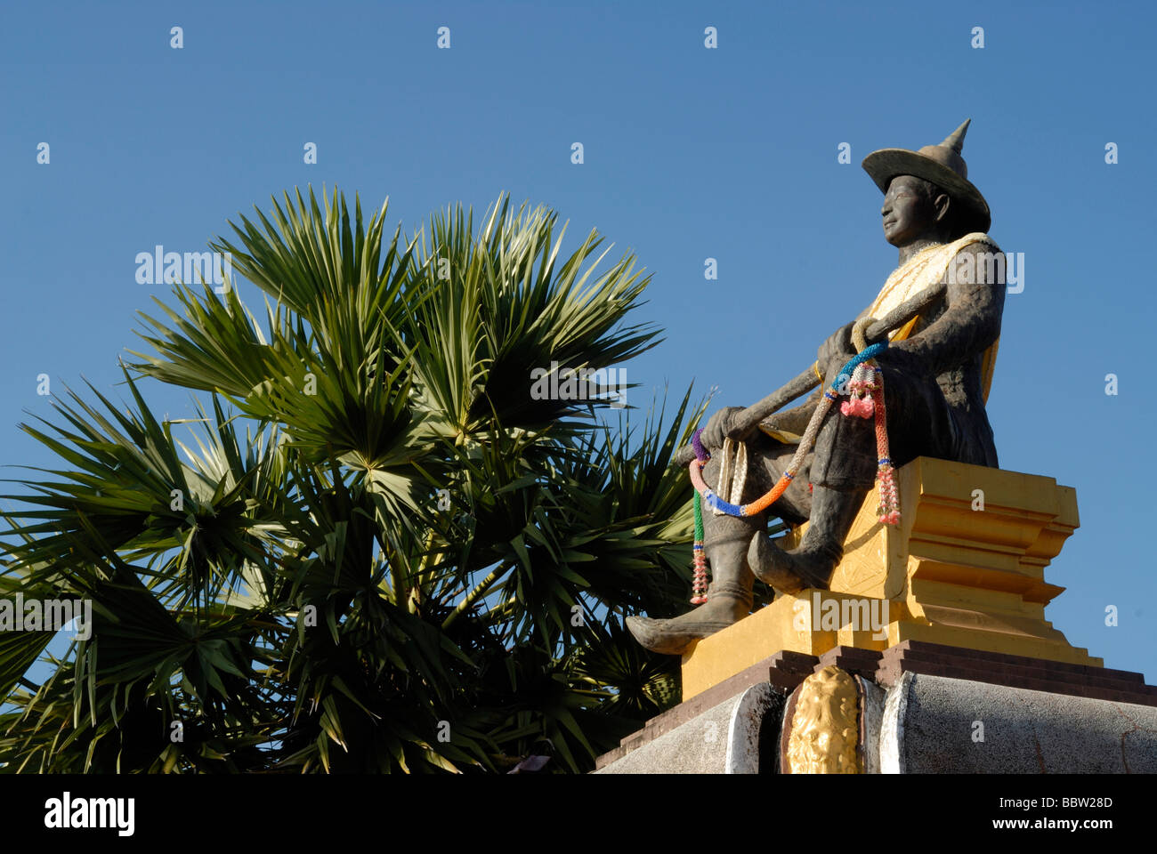 Statue of King Setthathirat, ruler from 1548-1571, at Pha That Luang, Great Stupa, Vientiane, Laos, Asia - Stock Image