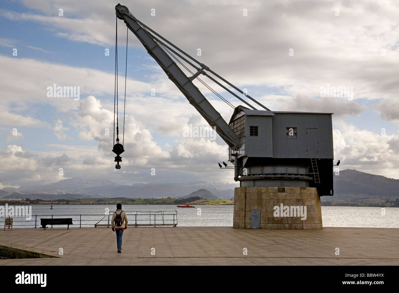 Monumento a la Grua de Piedra en la Bahía de Santander Cantabria España The Stone Crane in the bay Santander - Stock Image