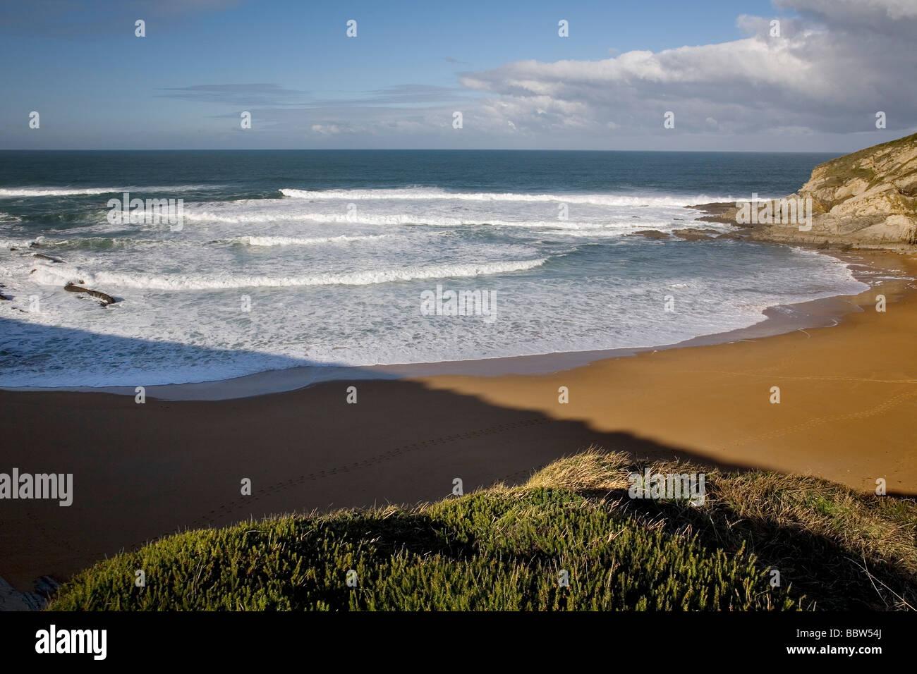 Playa del Sable y Mar Cantábrico en Tagle Cantabria España Beach of El Sable and Cantabrian Sea in Tagle - Stock Image