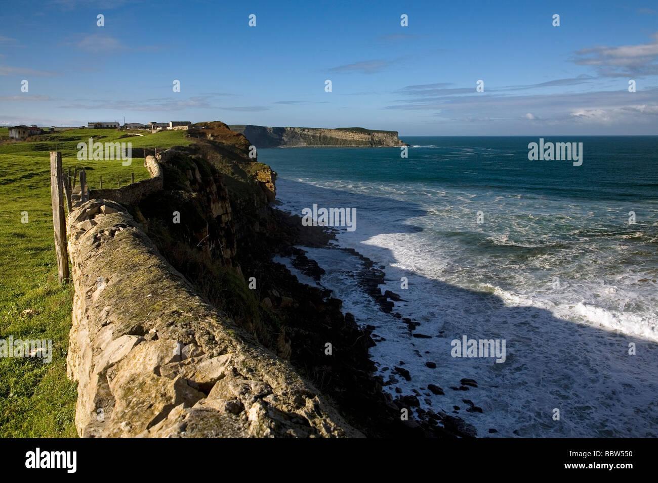 Acantilados y Mar Cantábrico en Suances Cantabria España Cliffs and Cantabrian Sea in Suances Cantabria - Stock Image
