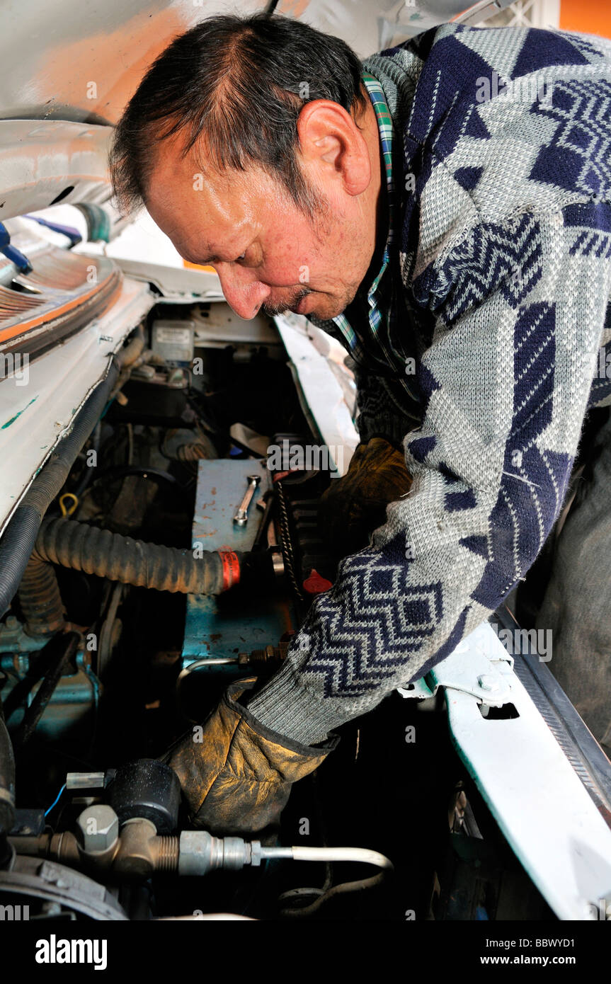 Car mechanic, Bogota, Colombia, South America - Stock Image
