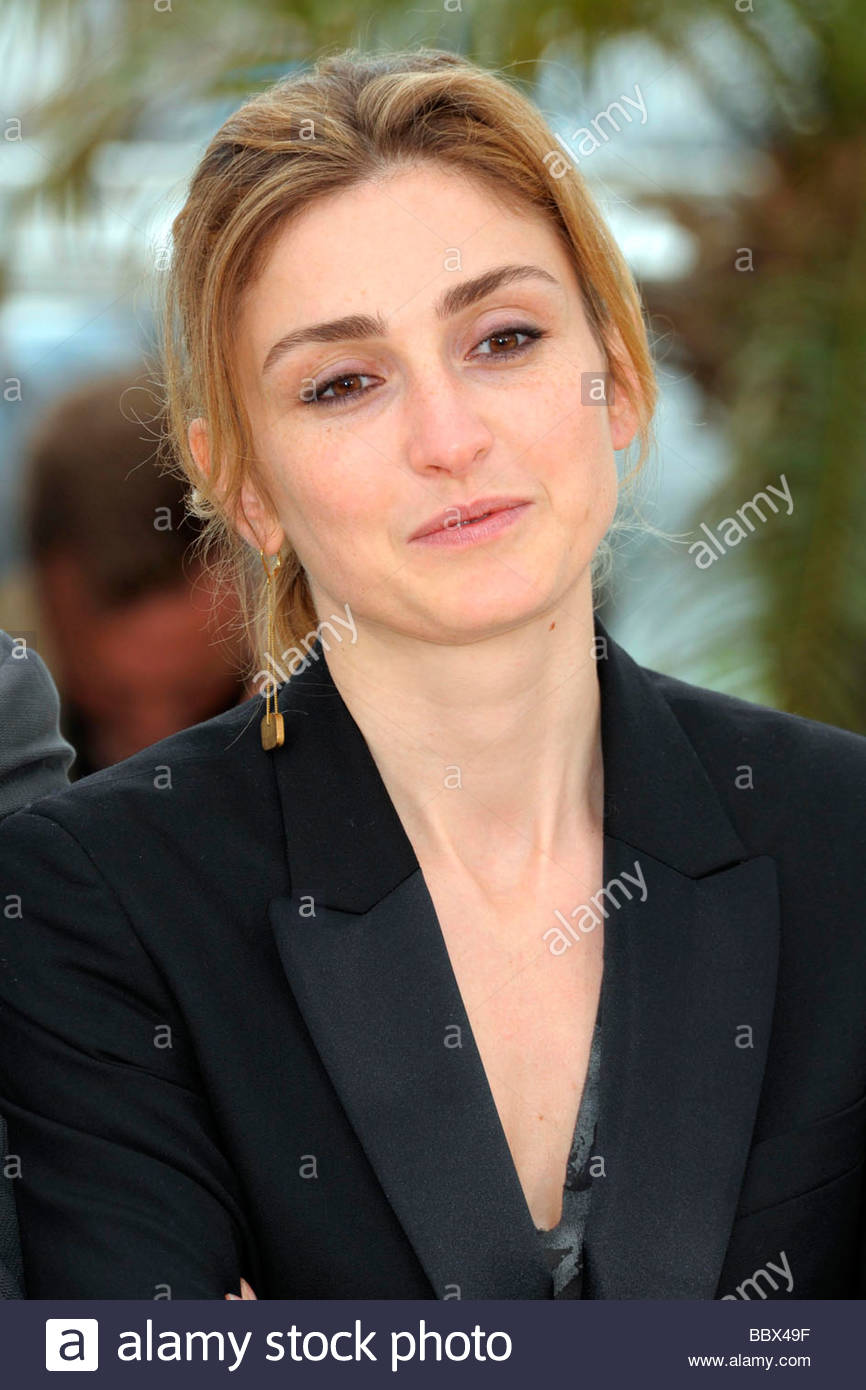 bra Young Julie Gayet naked photo 2017