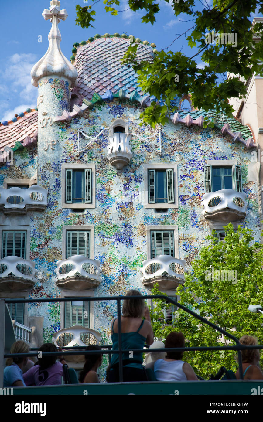 Tourist bus passing the Casa Batllo, Barcelona, Spain - Stock Image