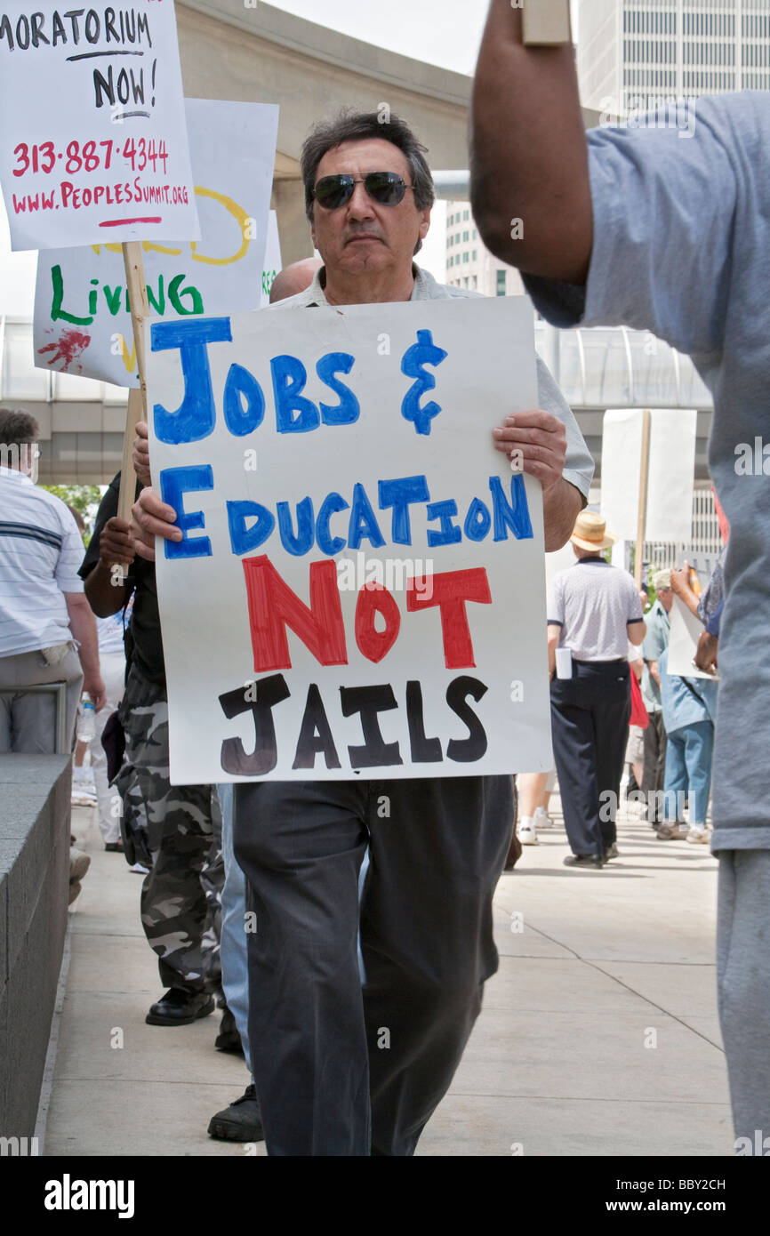 Auto Workers Picket Meeting of Business Leaders - Stock Image