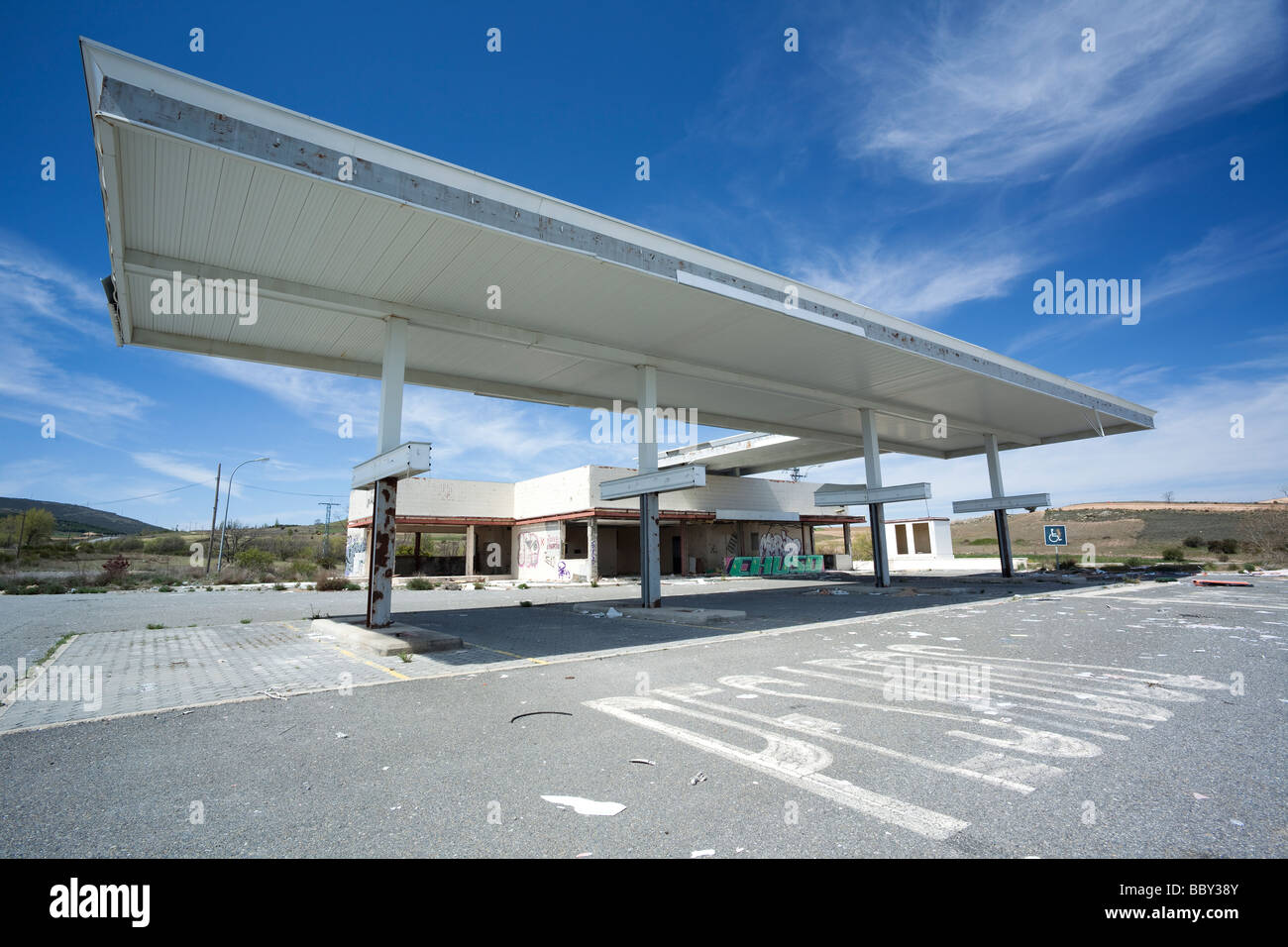 Derelict disused petrol station - Stock Image