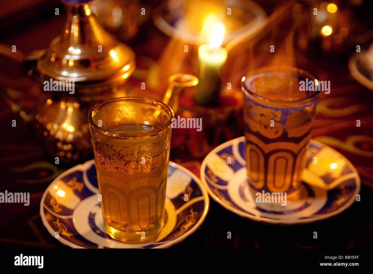 Té moruno en una Tetería arabe de Granada Andalucía España Moruno tea in a Arabic tea room Granada Andalusia Spain Stock Photo