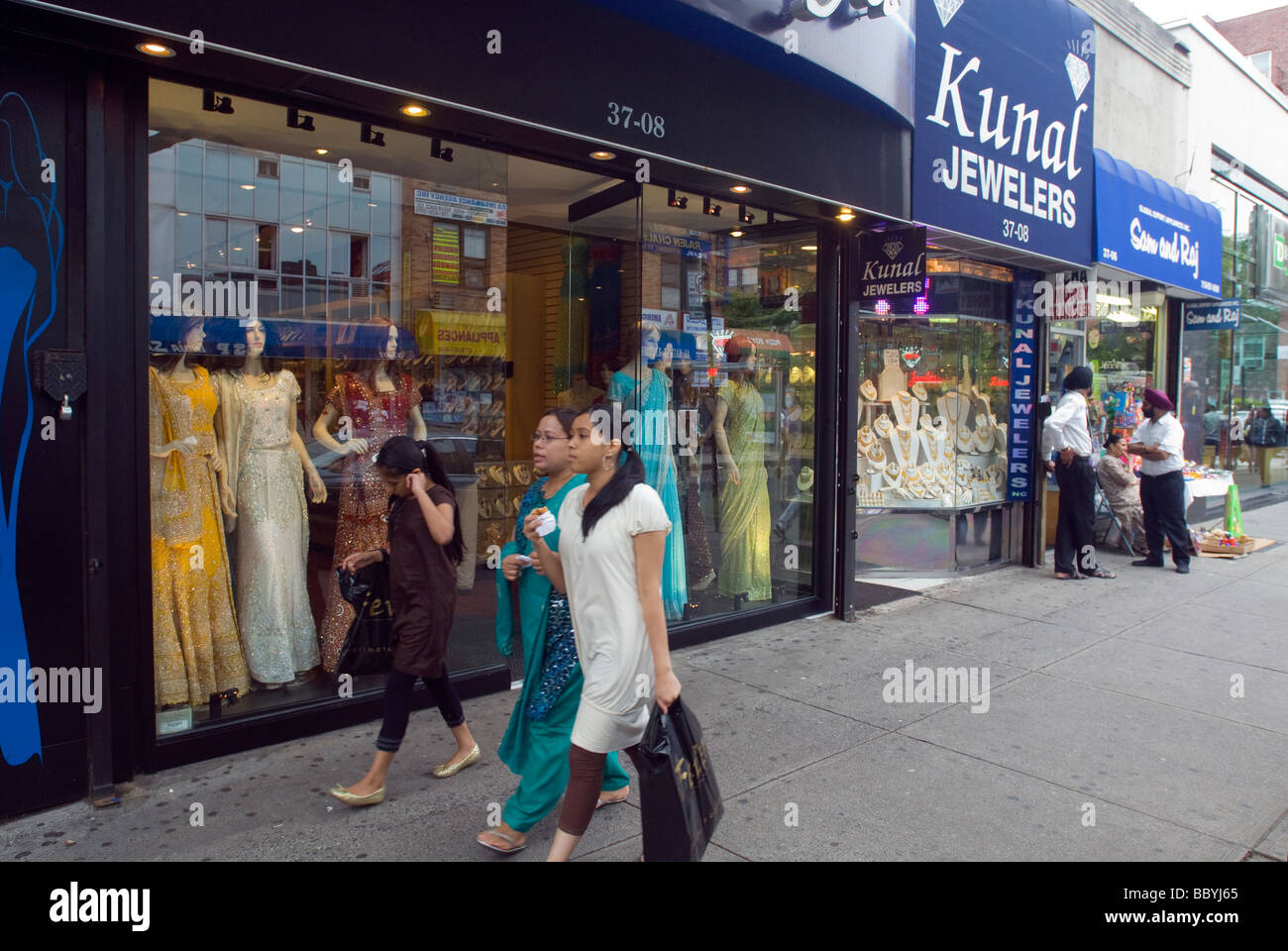 Jackson heights new york diversity stock photos jackson for Indian jewelry queens ny