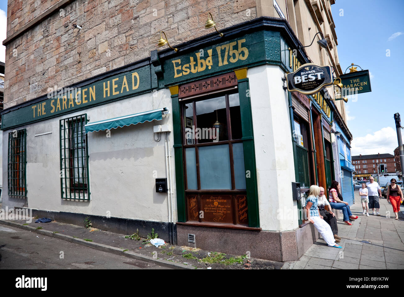 The Saracen Head, or Sarry Heid, a famous old pub in the Gallowgate area of the East End of Glasgow. - Stock Image