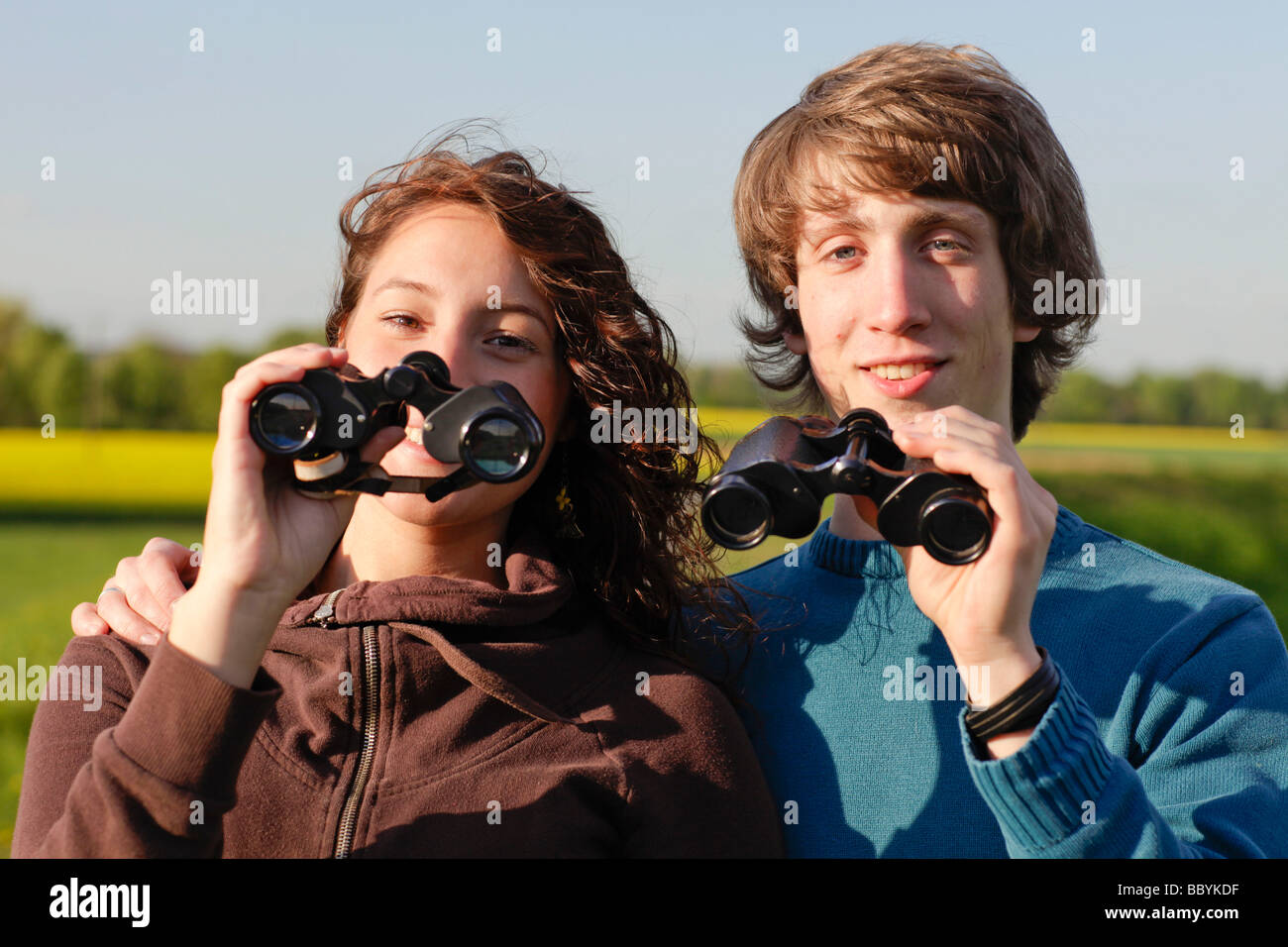 Couple using binoculars - Stock Image