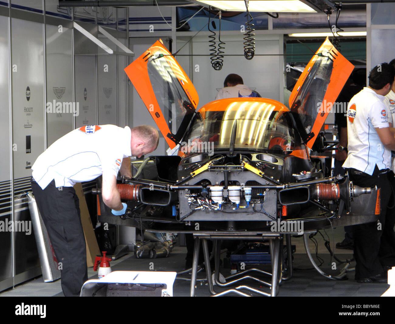Le Mans 24 Hour Heure Motor Race Track Circuit Pit Car Mechanic Stock Photo Alamy
