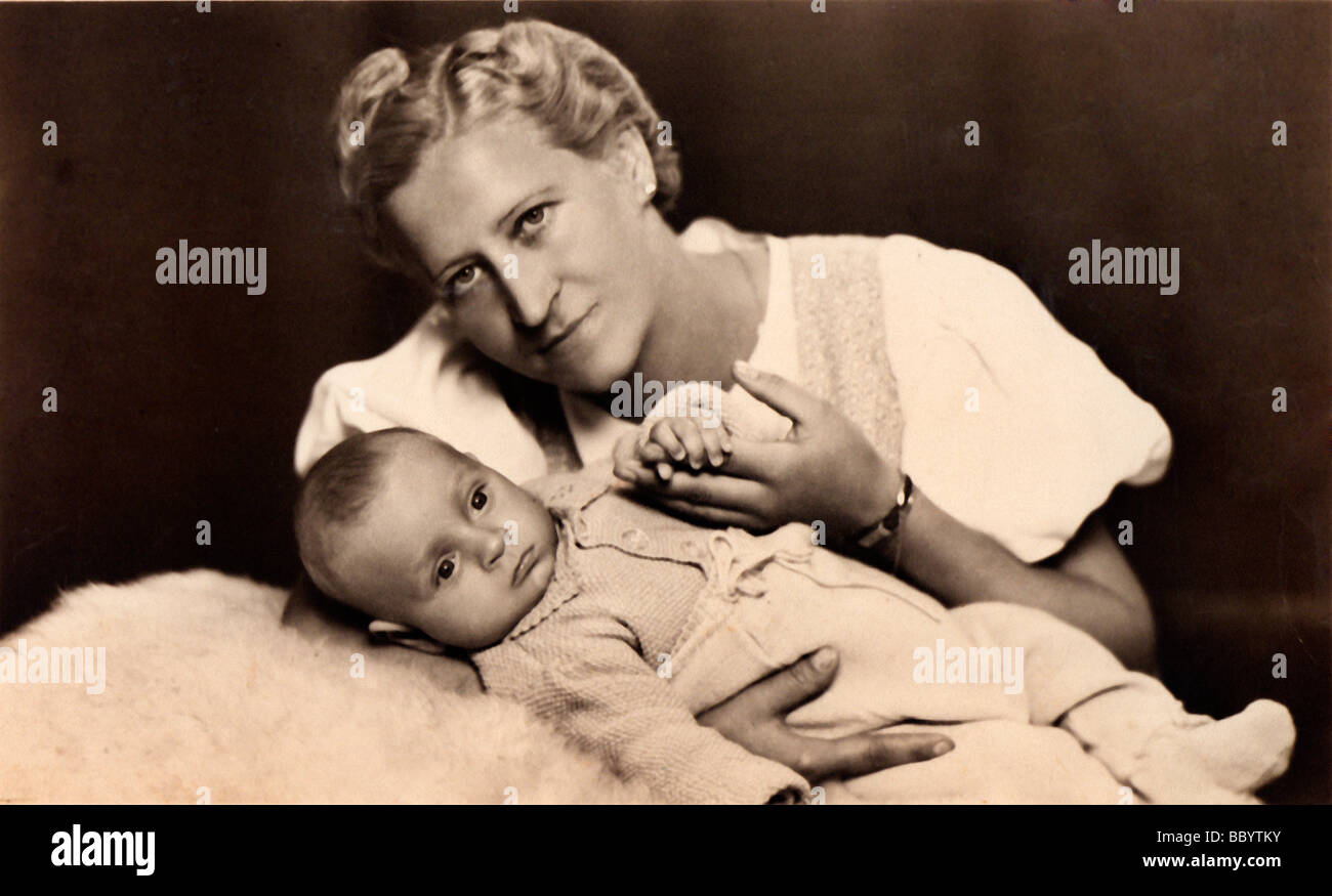 Mother and child, historical photograph, circa 1940 - Stock Image