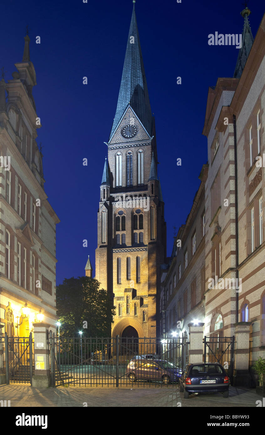 Lane in the old twn overlooking the Schweriner Dom cathedral, Schwerin, Mecklenburg-Western Pomerania, Germany, Stock Photo