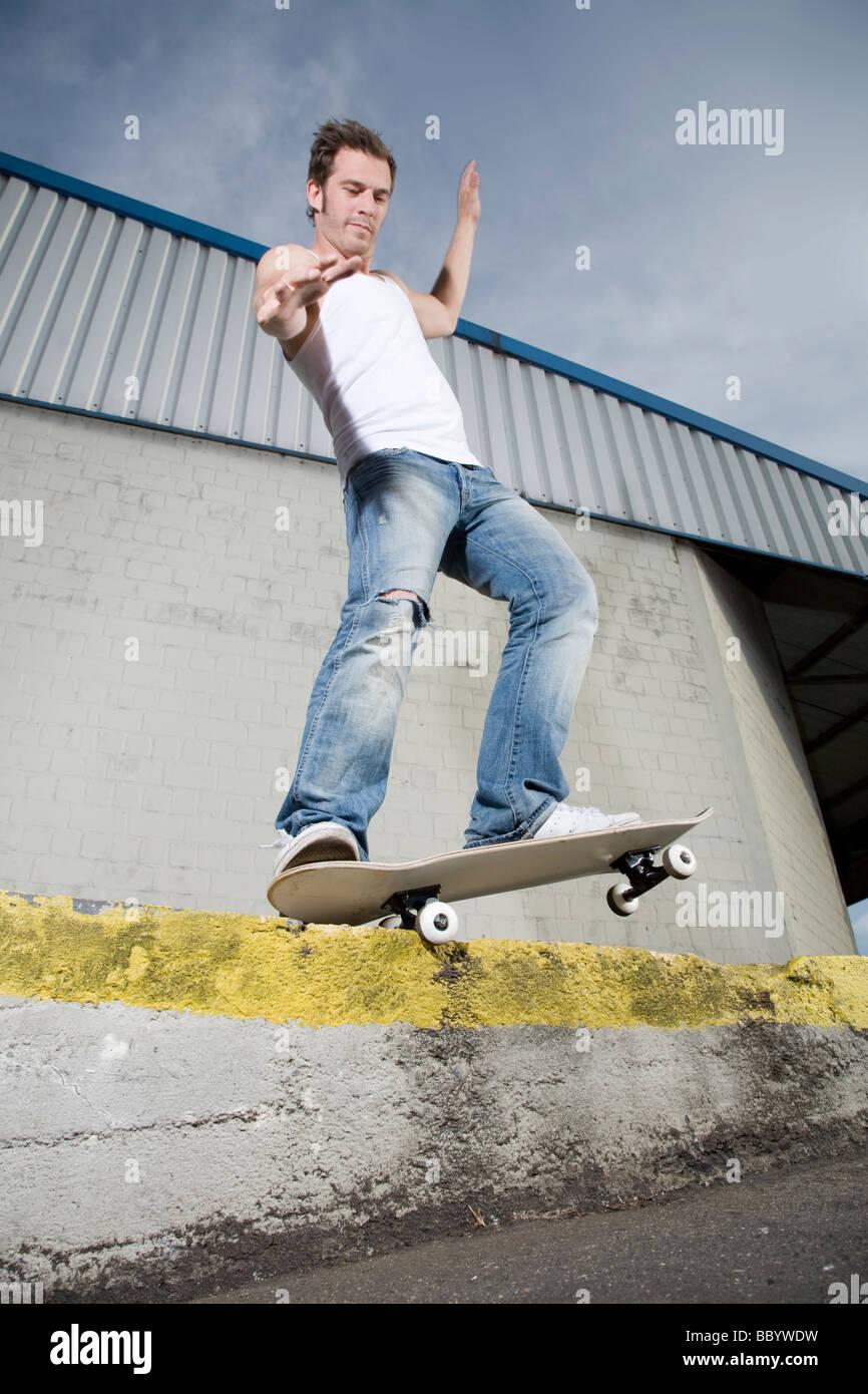 Skateboarder doing a grind - Stock Image