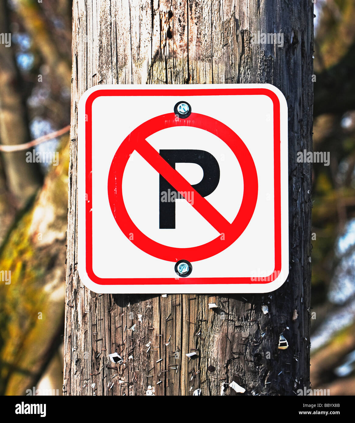 no parking sign mounted on wooden pole - Stock Image
