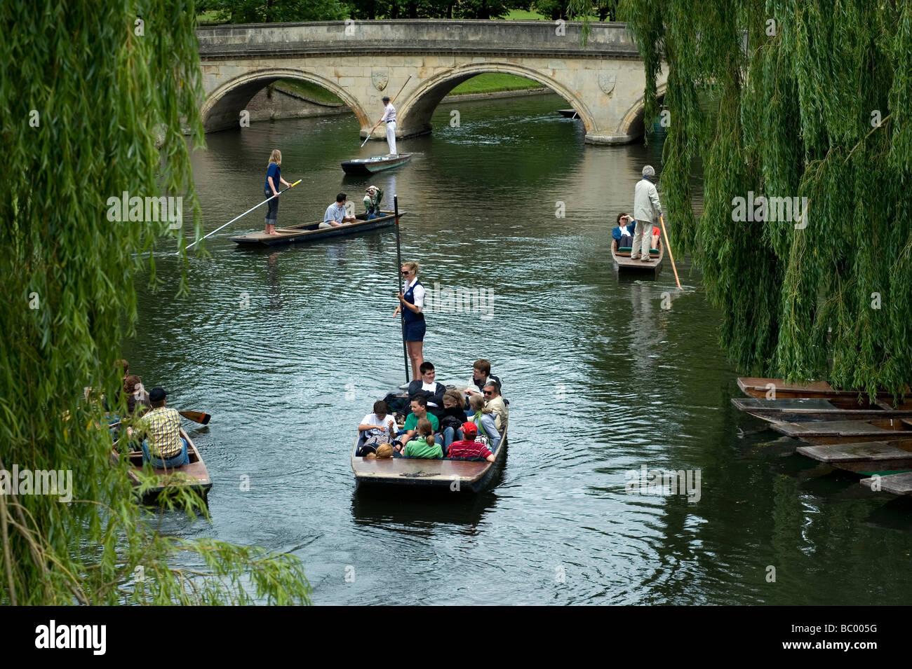 Cambridge Punts Punting Hustle River Cam University - Stock Image