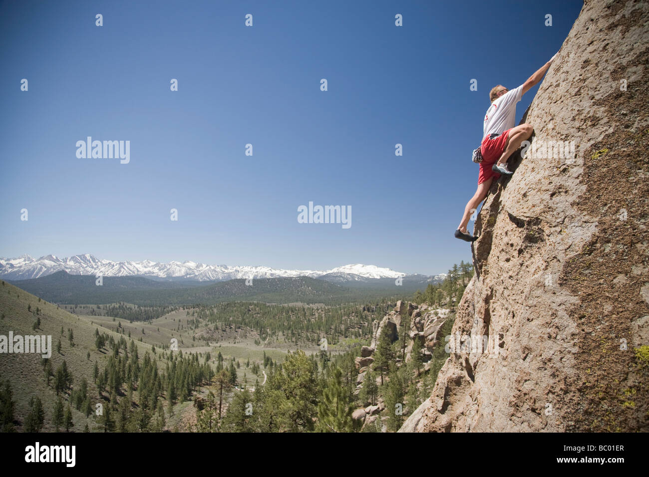A man solo climbing in the Sierras. - Stock Image