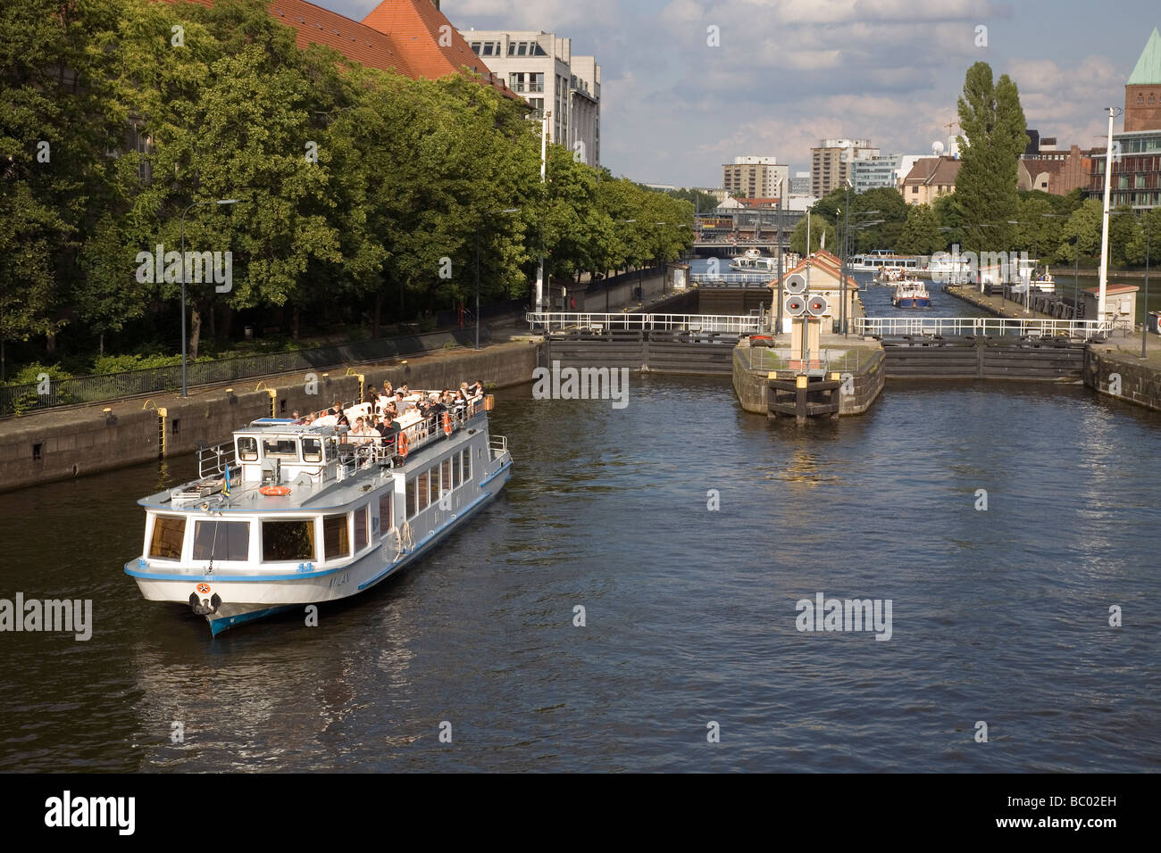 River Spree at Mühlendamm Schleuse with tourist boat, Berlin, Germany - Stock Image