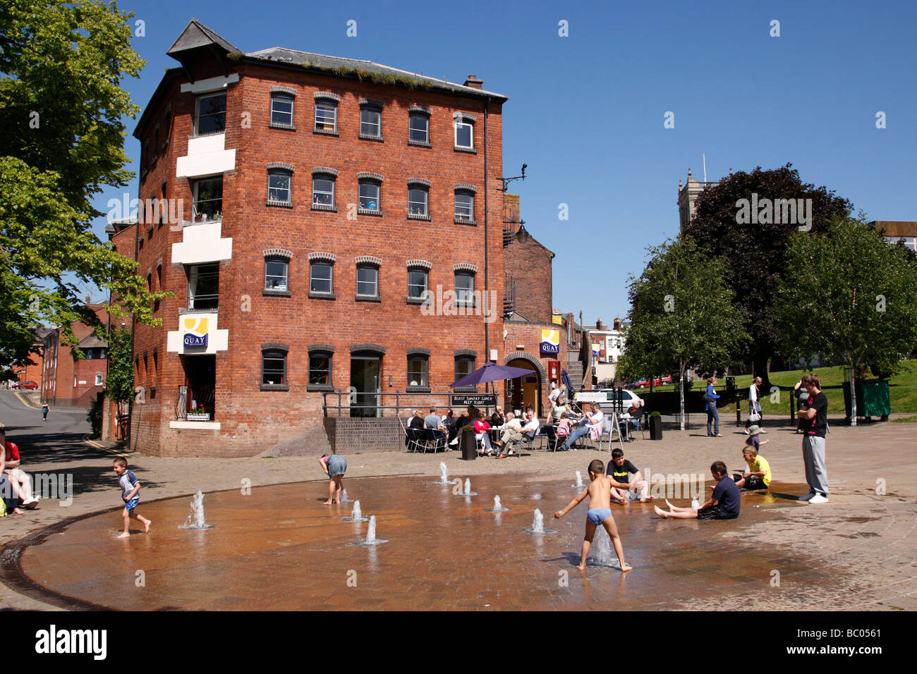 children playing in the quayhead square water fountain near st andrews gardens worcester uk Stock Photo