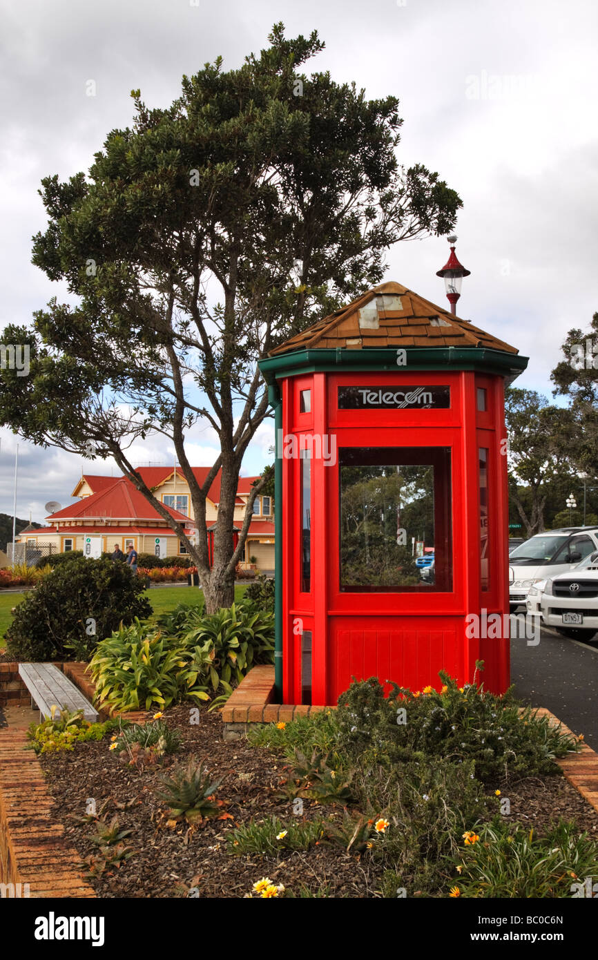 Red phone booth, Paihia, Bay of Islands, New Zealand - Stock Image