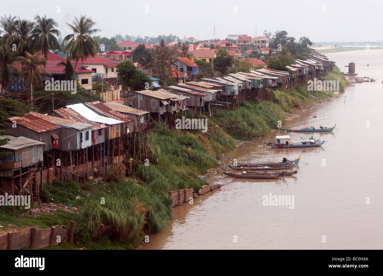 "Riverside shanty town community living in stilt houses, ""Tonle Sap"" River, ""Phnom Penh"", Cambodia Stock Photo"