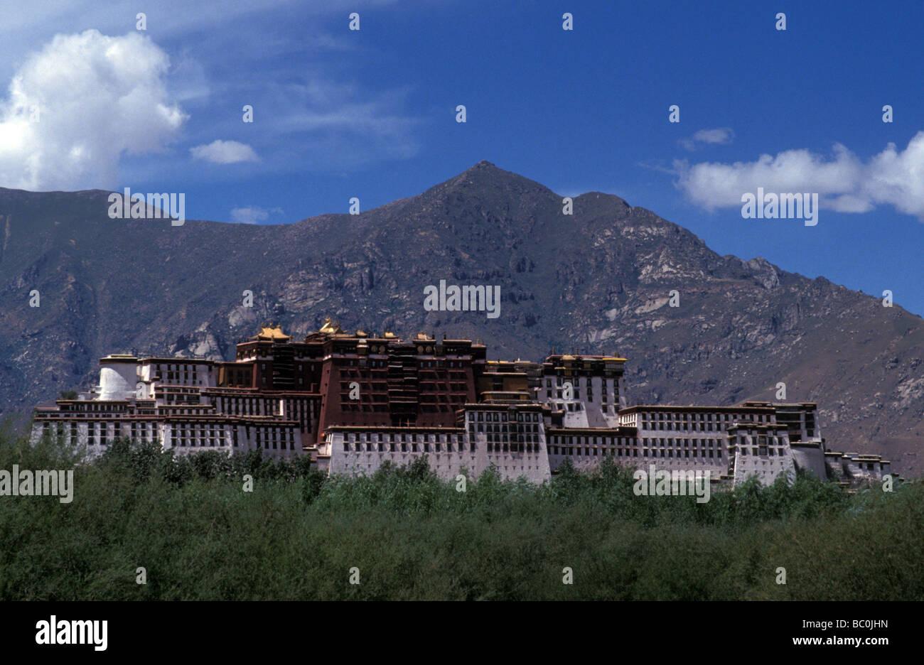 Potala Palace home of the Dalai Lama Lhasa Tibet Autonomous Region Peoples Republic of China - Stock Image