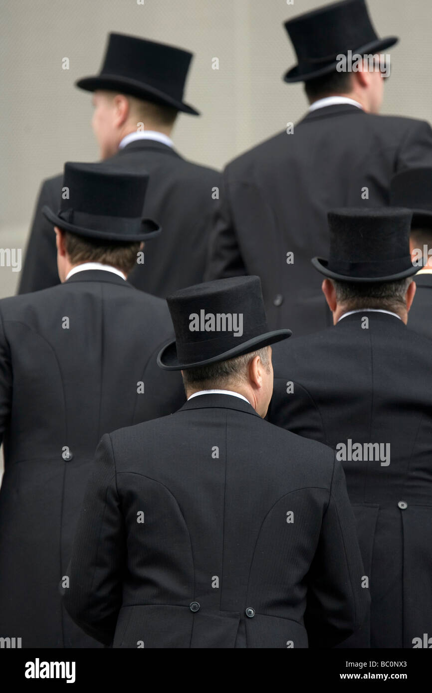 Royal Ascot Race Meeting 2009 five gentlemen arrive wearing top hats and tails for the racing - Stock Image