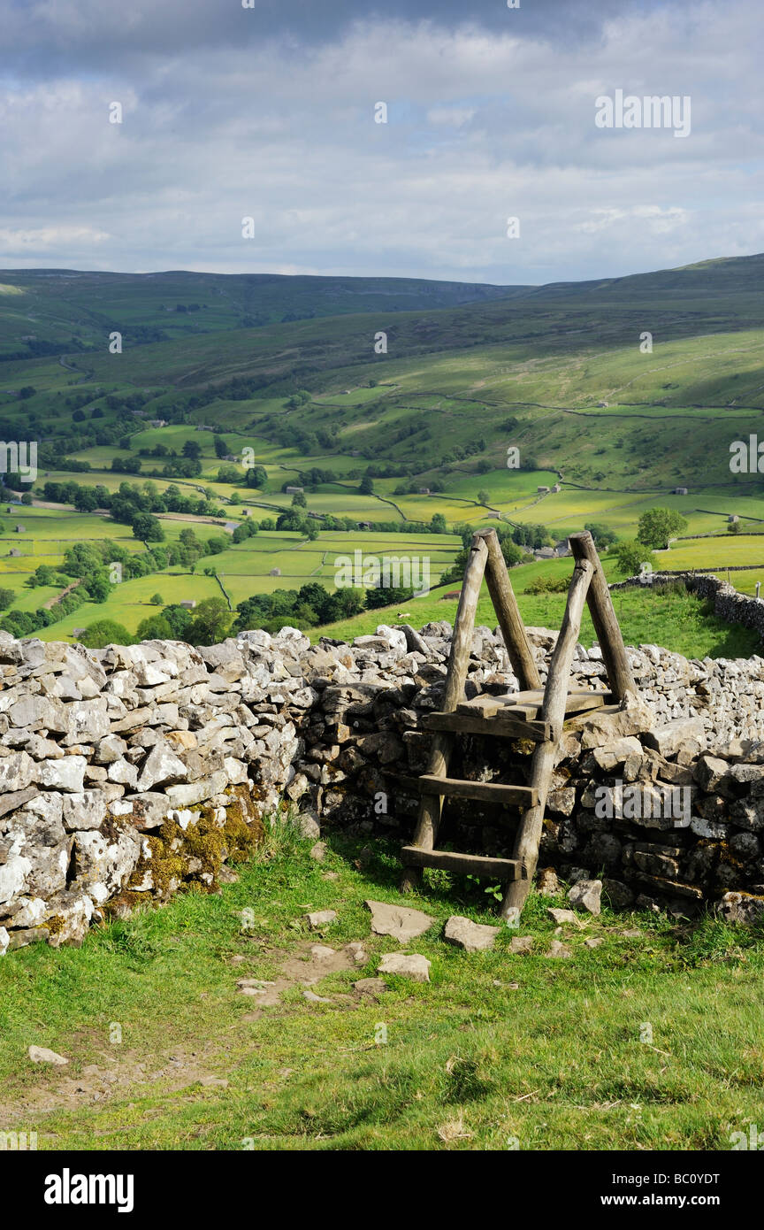 Stile on the Pennine Way on Kisdon Hill overlooking Muker in Swaledale in the Yorkshire Dales, England, Europe - Stock Image
