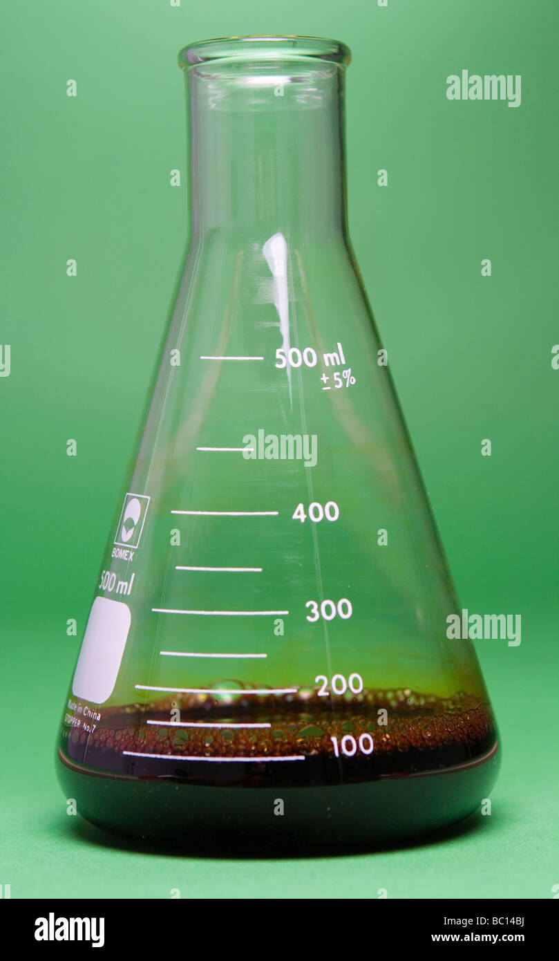 100 ml of 10% iodine solution in an Erlenmeyer flask (part of a two image dilution demonstration see also image - Stock Image