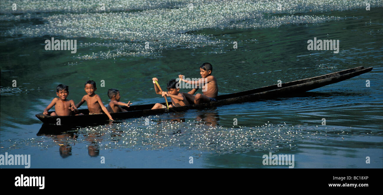 Cambodia, Siem Reap Province, Angkor, children rowing on Angkor Wat's moats - Stock Image