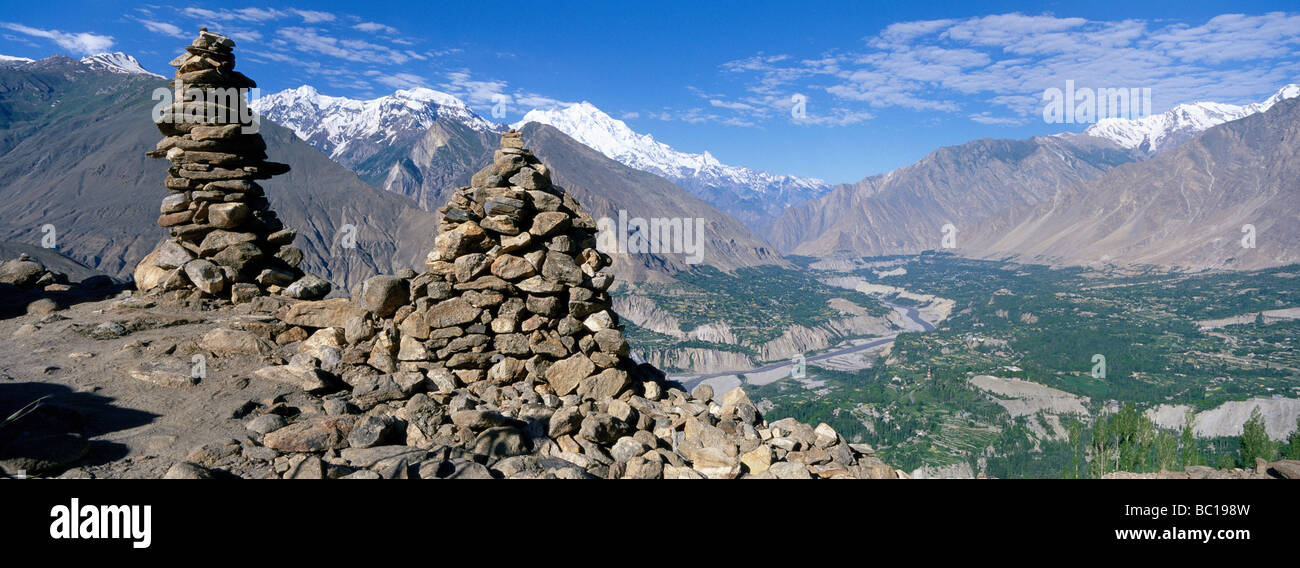 Pakistan, Northern Territory, Hunza valley. Mount Rakaposhi in the background. - Stock Image