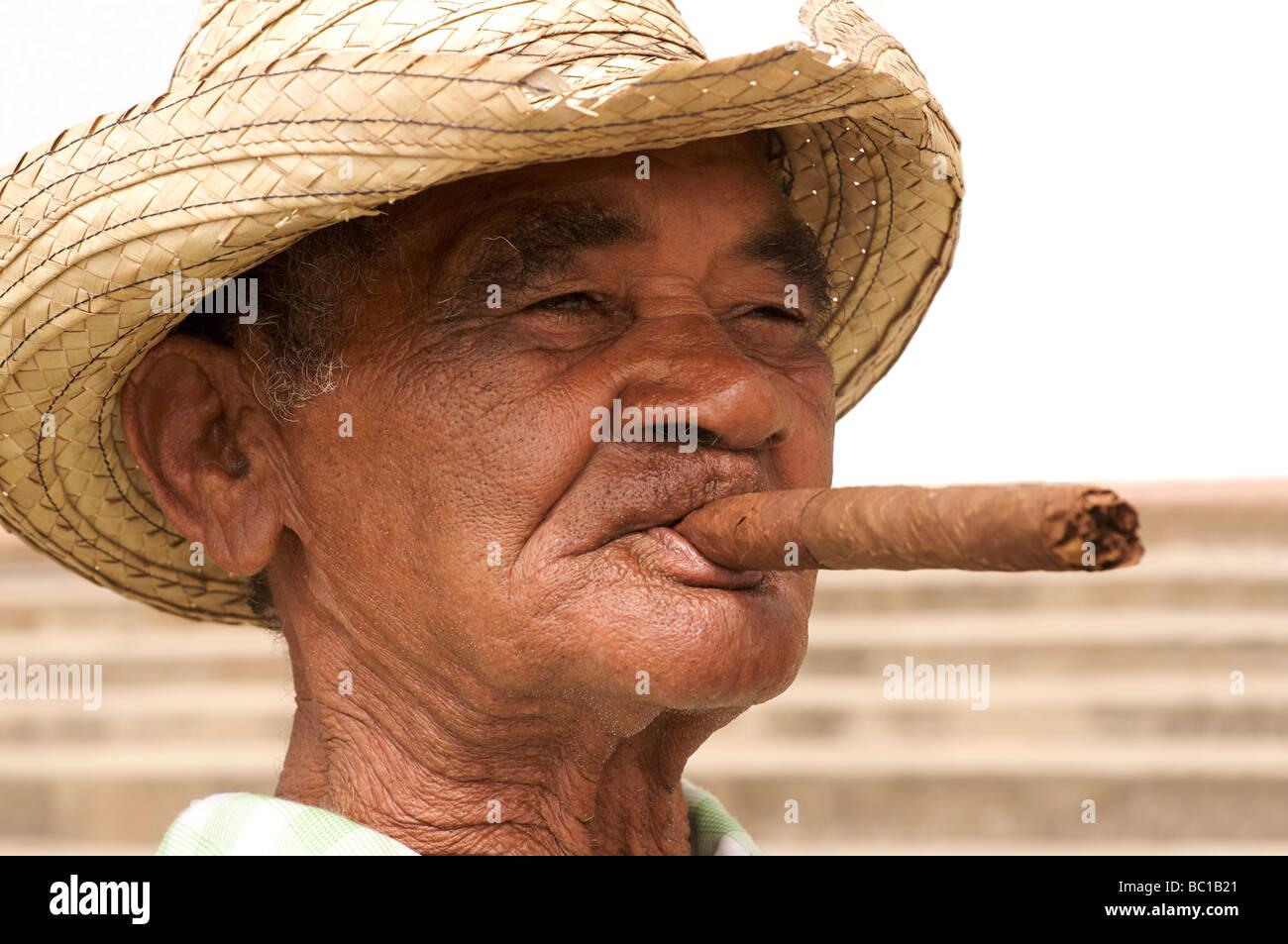Elderly Cuban man in distinctive hat and smoking a Cuban cigar. Viñales, Pinar del Rio, Cuba. - Stock Image
