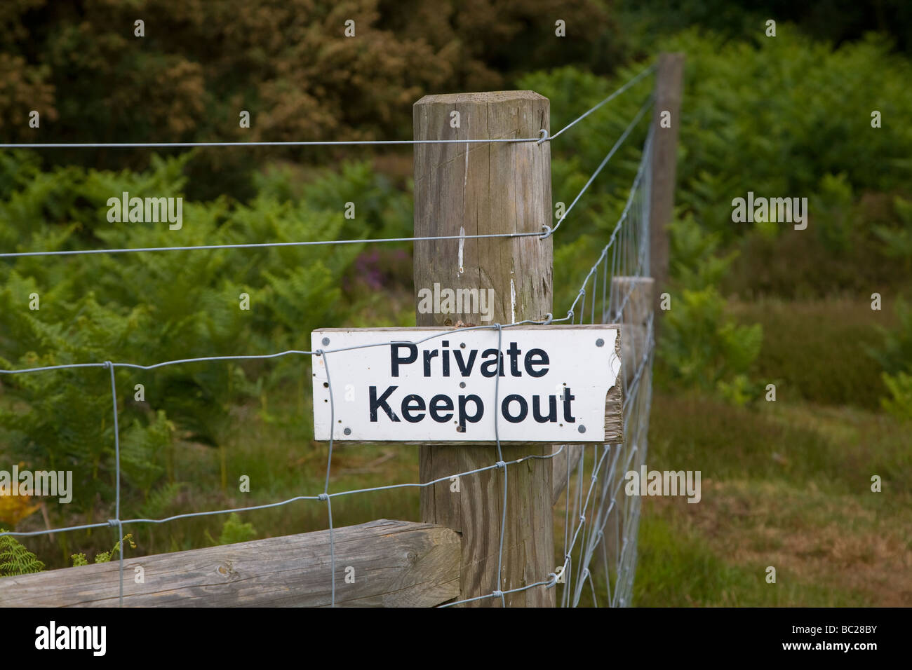 Private Keep Out sign on fence post - Stock Image