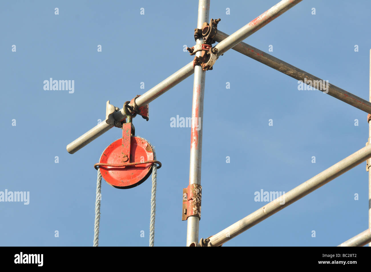 High level scaffolding showing a gin wheel with rope - Stock Image