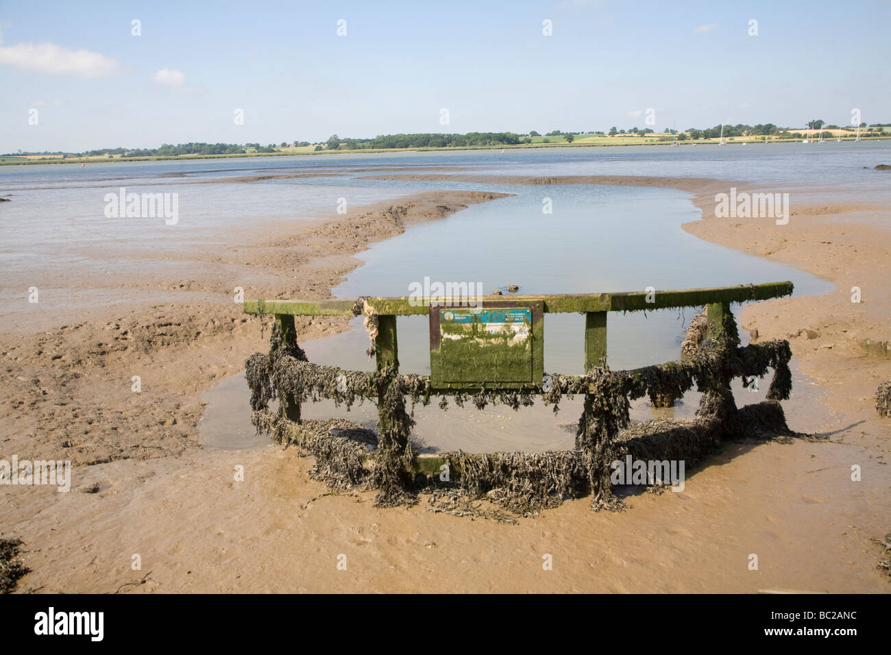 Drainage sluice on River Deben near Pettistree Hall, Sutton, Suffolk, England - Stock Image