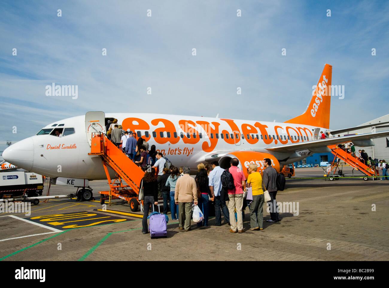 Passengers boarding an Easyjet plane - Stock Image