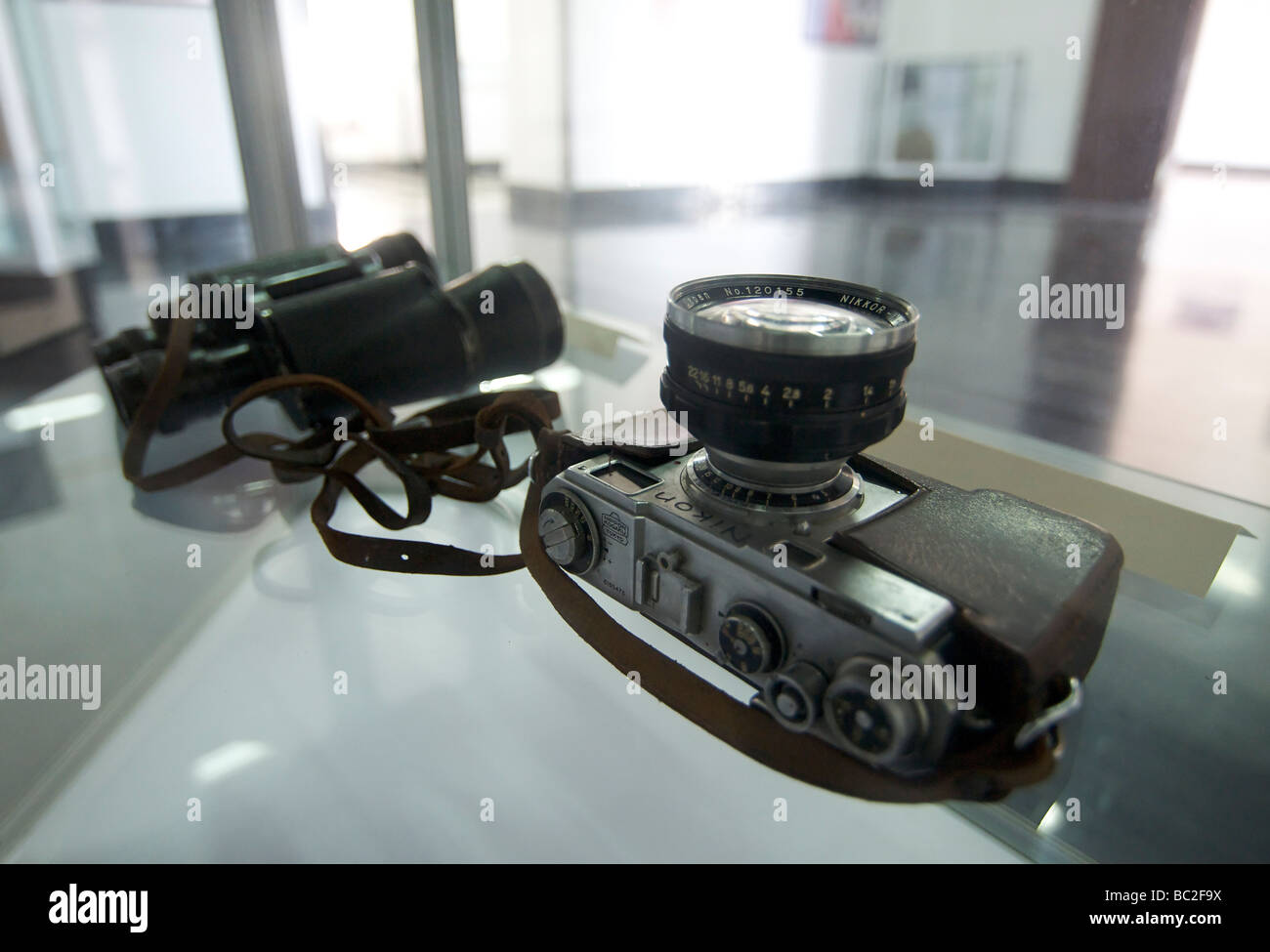 The actual binoculars and Nikon rangefinder camera used by Che Guevara. The Nikkor lens has a maximum aperture of Stock Photo