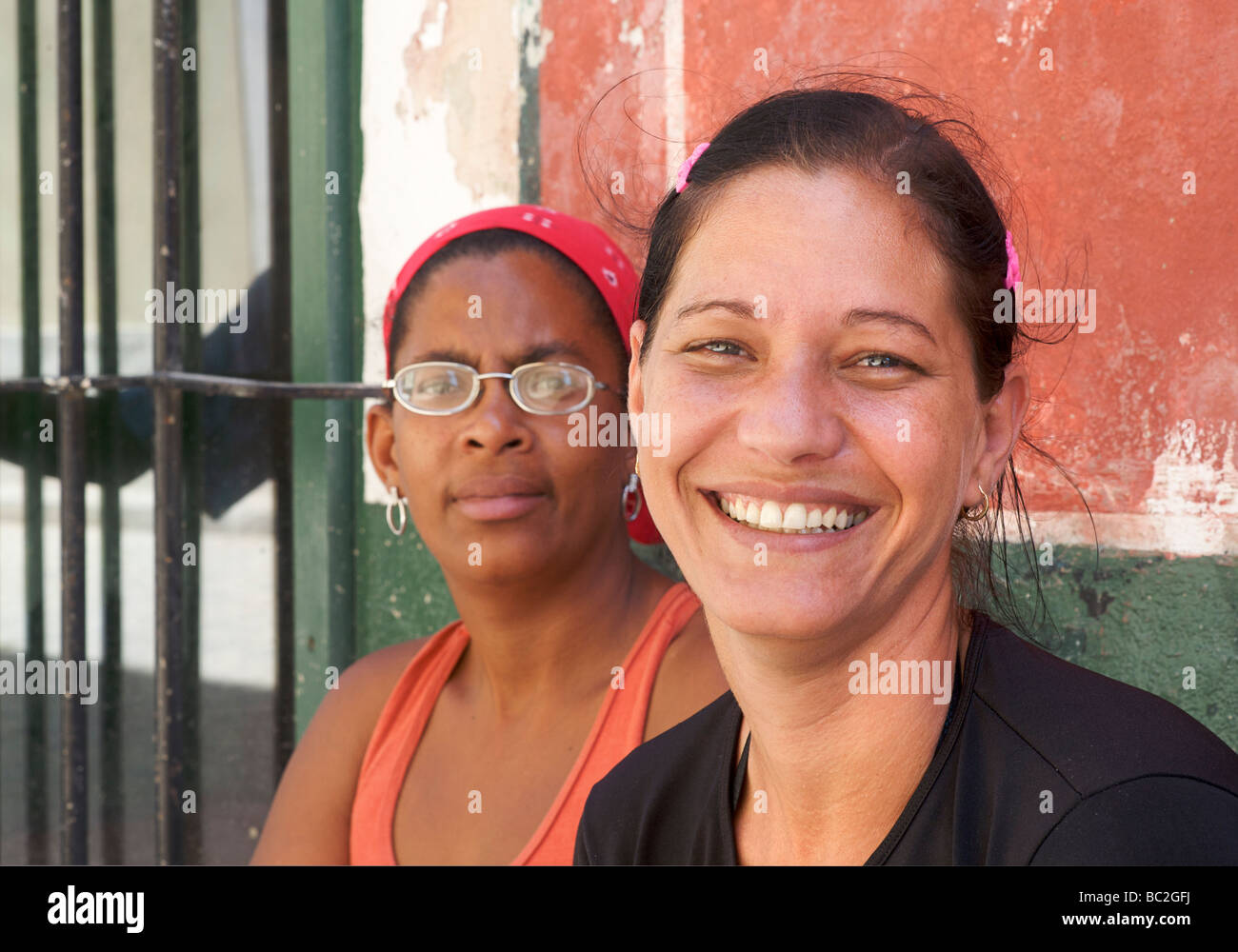 Portrait of a Cuban womana with friend, Habana Vieja. Old Havana. Cuba Stock Photo