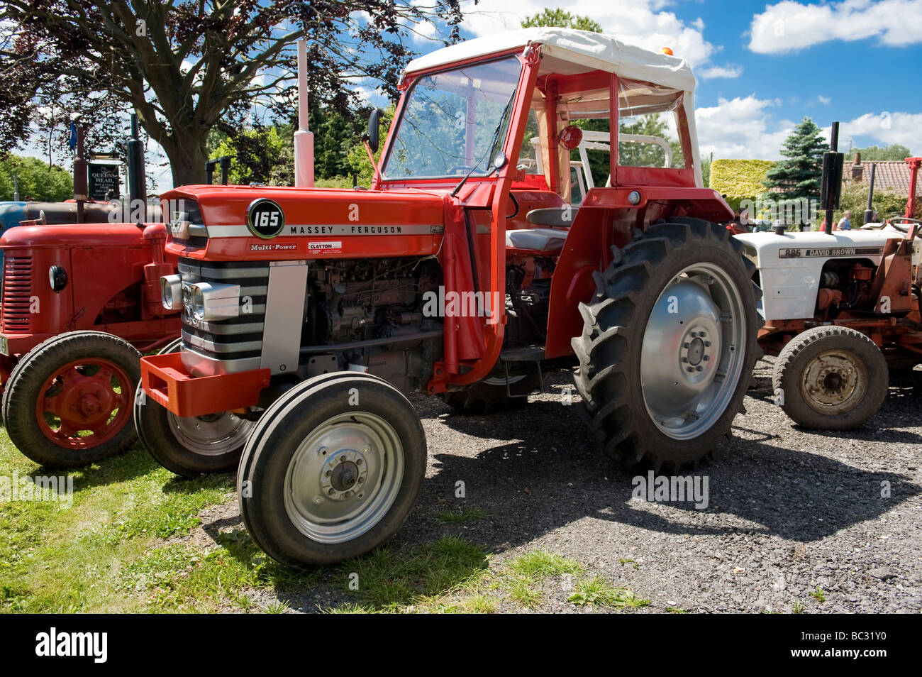 A Massey Ferguson 165 Vintage Tractor Stock Photo: 24653636 - Alamy