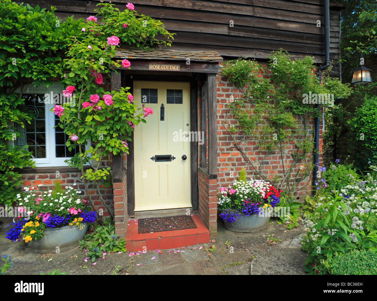 Typical English country cottage. Kent, UK Stock Photo
