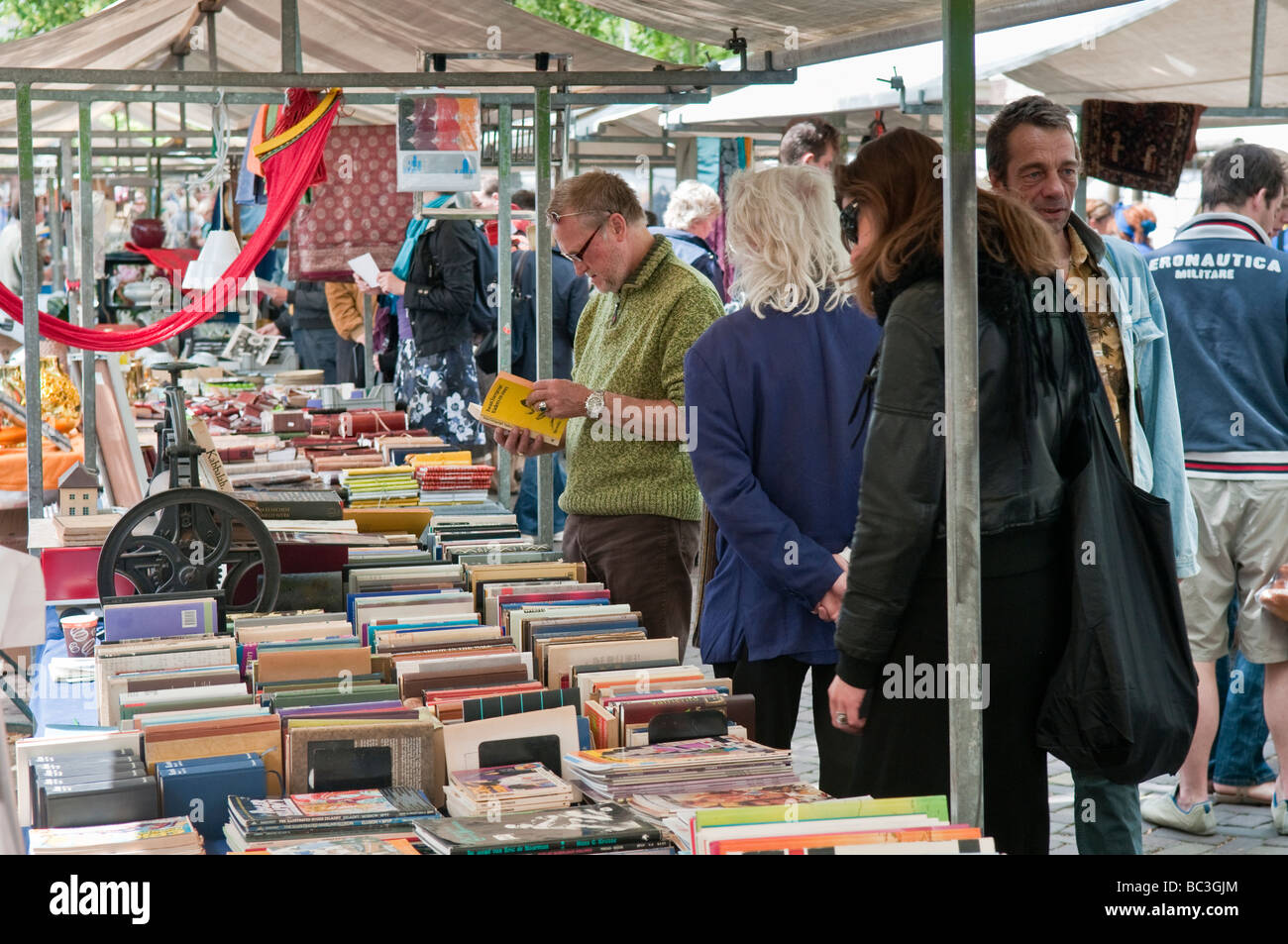 newsagents book stall liability - HD 1300×953