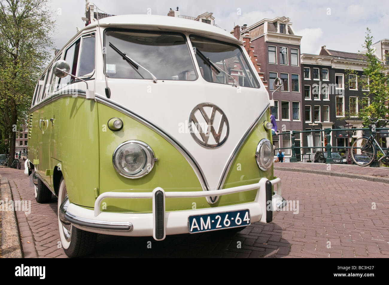 Volkswagen campervan parked on a bridge over the Prinsengracht canal in Amsterdam - Stock Image