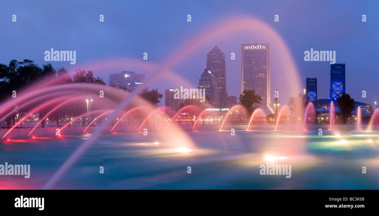 Fountain in downtown Friendship Park frames Jacksonville Florida ...