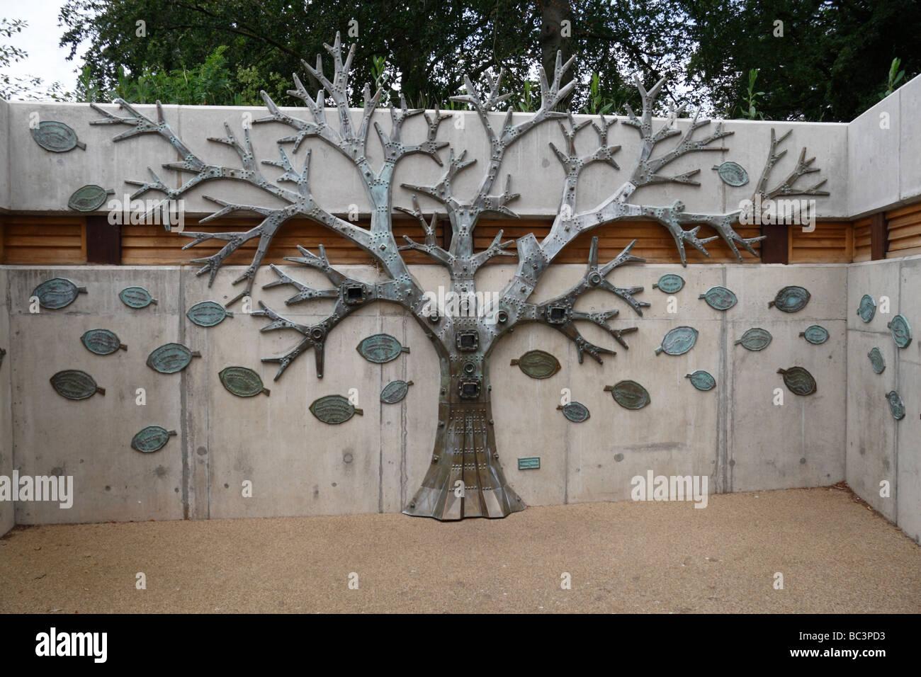 A tree-like sculpture on the Rhizotron beneath the Xstrata treetop walkway, Royal Botanic Gardens, Kew, England. - Stock Image