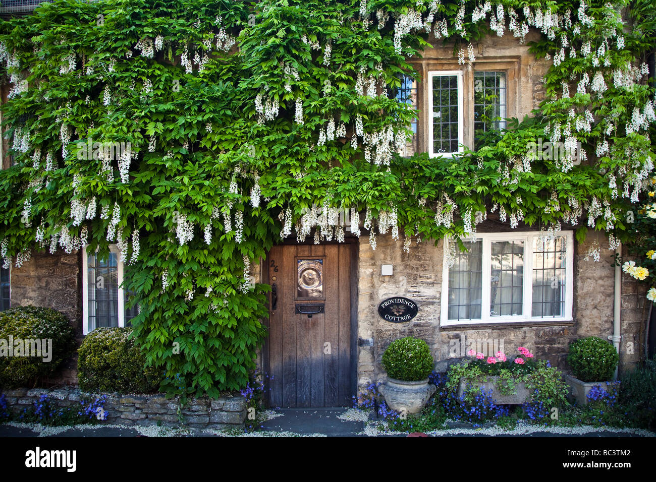 Cottage High Street Burford Oxfordshire in the Cotswolds - Stock Image