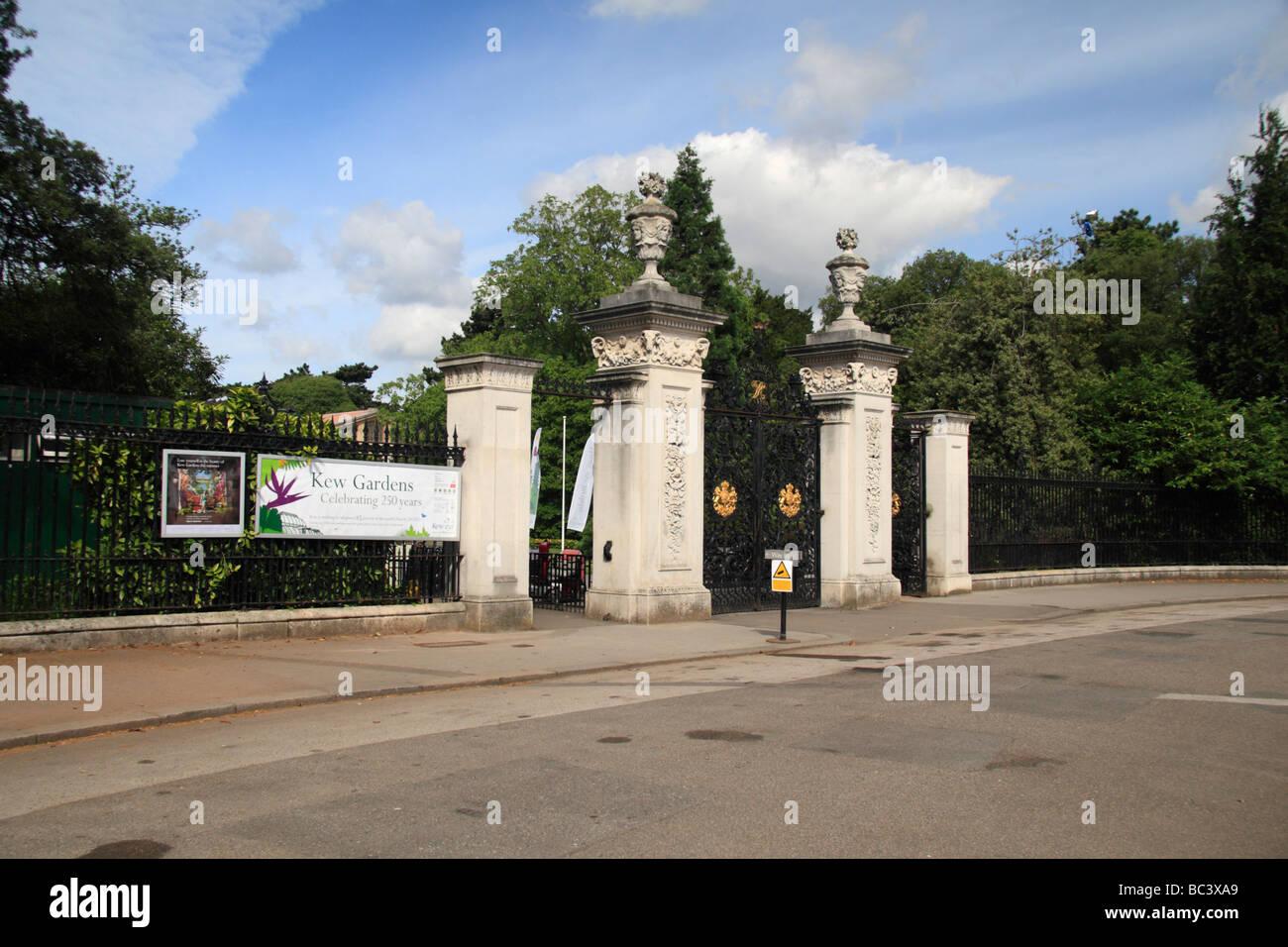 The Main Entrance to the Royal Botanic Gardens, Kew, Surrey, England. - Stock Image