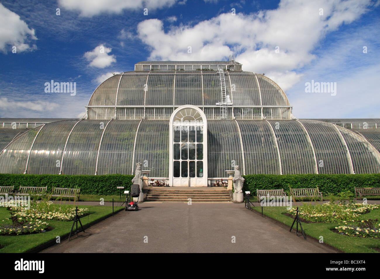 The main entrance to the Palm House, The Royal Botanic Gardens, Kew, Surrey, England. - Stock Image