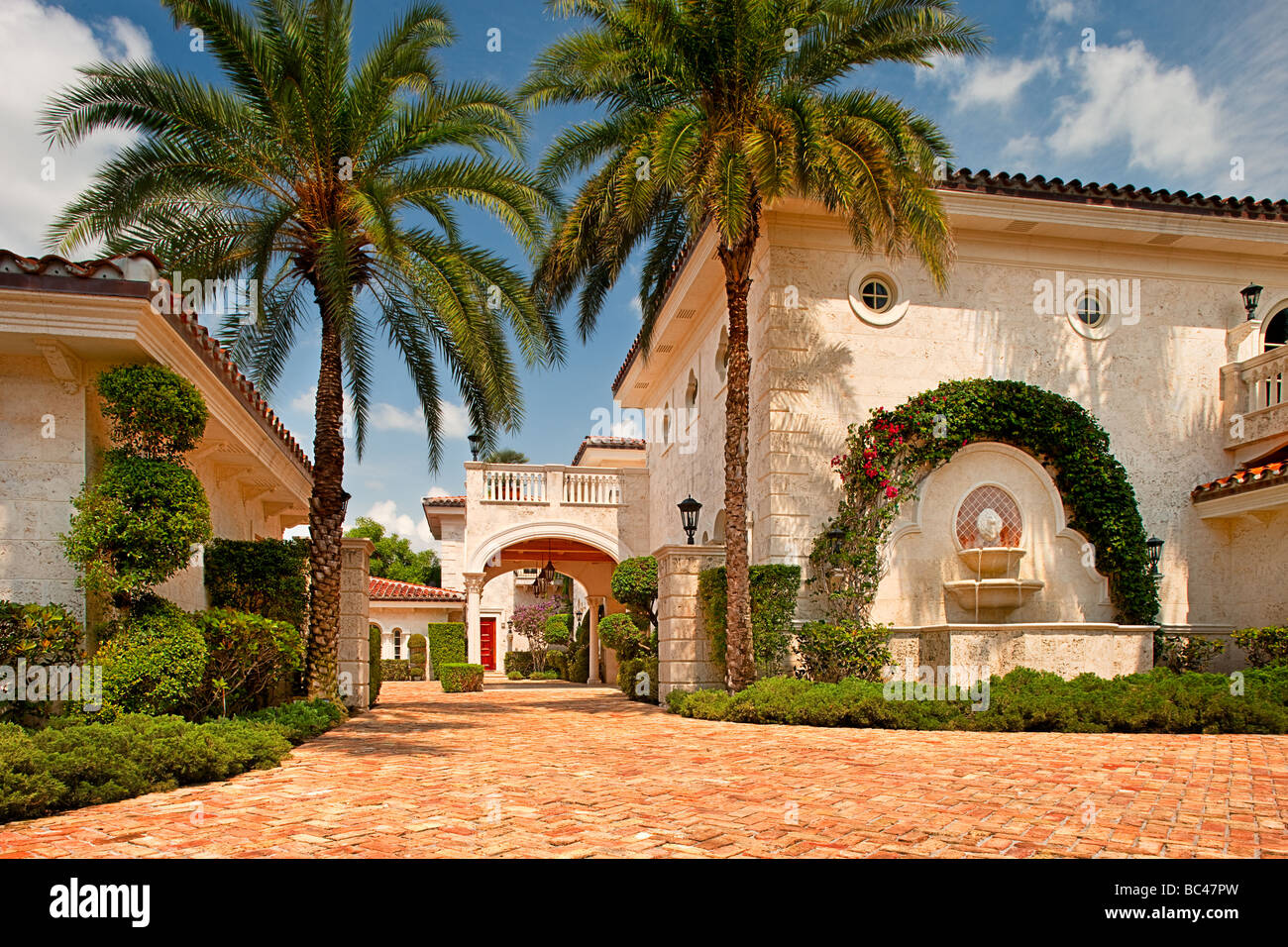 Driveway at a luxury residence in Boca Raton, Florida, USA - Stock Image