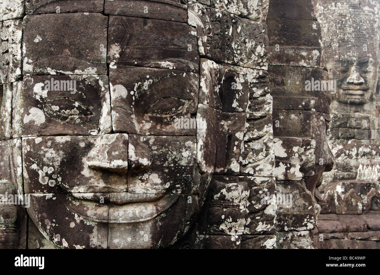 Large smiling face carved in stone, Bayon temple ruins, [Angkor Thom], Cambodia Stock Photo