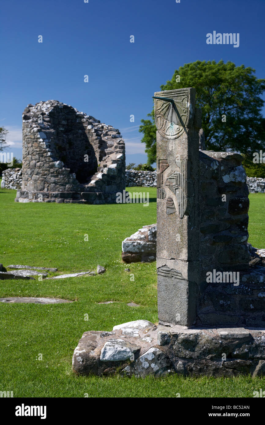 remains of the 6th century round tower and reconstructed sundial on the monastic site at nendrum on mahee island - Stock Image