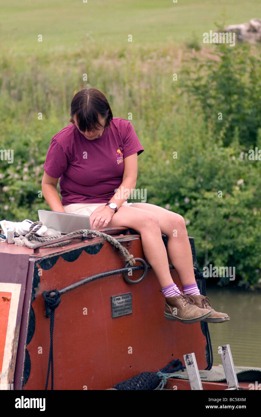 canal blogger blogging during the 2009 Braunston Historic FMC Narrowboat Rally - Stock Image